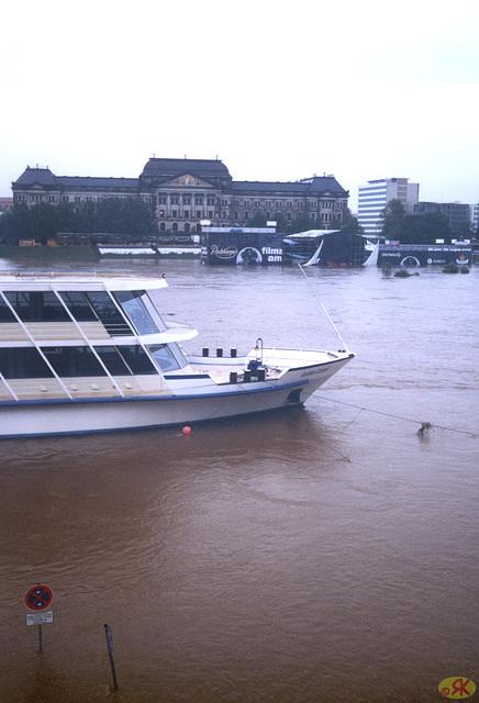 2002-08-13 06 inundo en Dresdeno