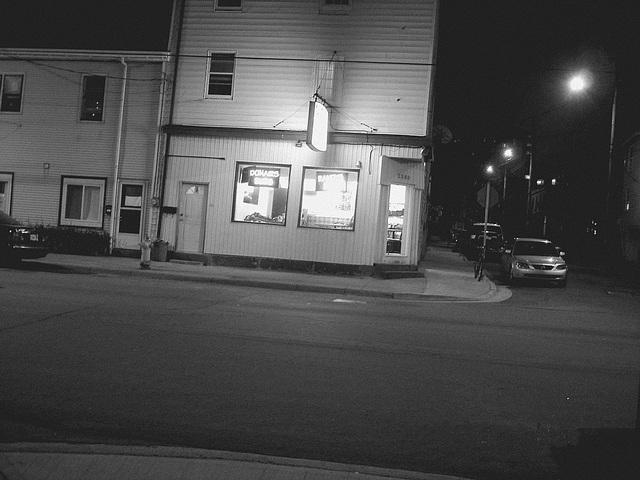 Halifax by the night  / Canada.  June / Juin 2008 -  N & B
