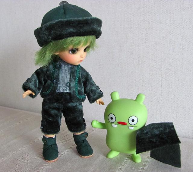 Ygg in green velvet