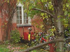 Hidden bikes house /  La maison aux vélos cachés - Christiania - Copenhagen / Copenhague.  26 octobre 2008