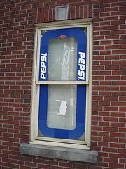 Fenêtre Pepsi / Pepsi window -  Blvd Pie IX / Montréal, Québec. CANADA - 2 juin 2010 - Virage à gauche / Left bend