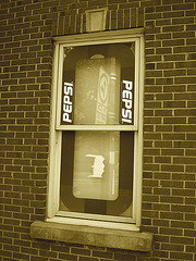 Fenêtre Pepsi / Pepsi window -  Blvd Pie IX / Montréal, Québec. CANADA - 2 juin 2010 - Virage à gauche / Left bend - Sepia