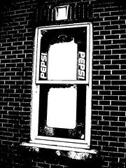 Fenêtre Pepsi / Pepsi window -  Blvd Pie IX / Montréal, Québec. CANADA - 2 juin 2010 - Bichromie