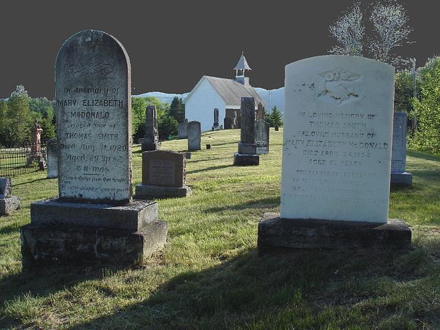 Vieux cimetière / Old cemetery -  Arundel, Québec - CANADA. 23-05-2010 -  Ciel noir photofiltré