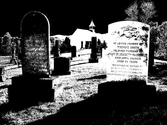 Vieux cimetière / Old cemetery -  Arundel, Québec - CANADA. 23-05-2010 - Ciel noir photofiltré en bichromie