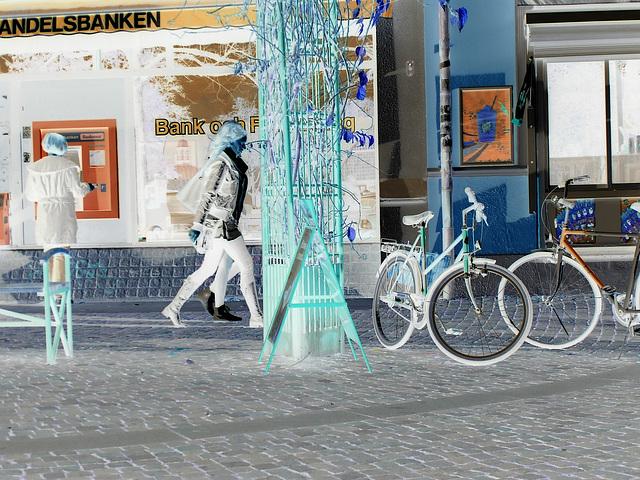 Baskets blancs et bottes SS en vedette / White sneakers & SS boots Swedish duo -   Ängelholm / Suède - Sweden - 23-10-2008 - Négatif