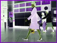 Hôtesse de l'air bien chaussée. /  Tall & slim beautiful flight attendant in high heels - Aéroport de Montréal / Négatif RVB
