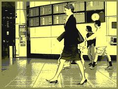 Hôtesse de l'air bien chaussée. /  Tall & slim beautiful flight attendant in high heels - Aéroport de Montréal- 18 octobre 2008 - Vintage postérisé