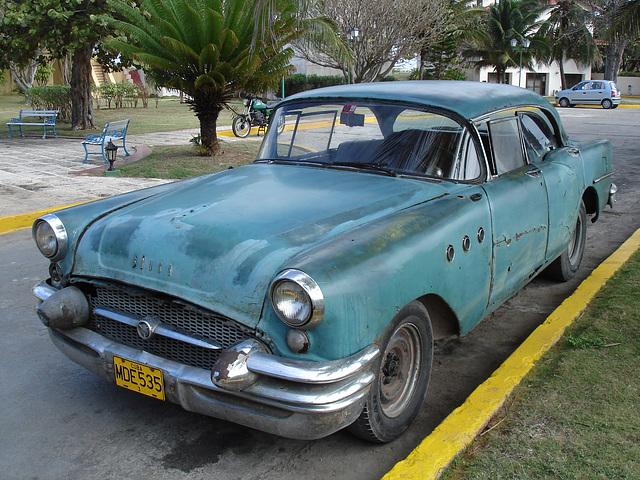 Buick century 1955 d'antan /  Old century Buick 1955 - Varadero, CUBA.  3 février 2010