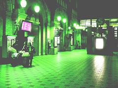 DSB Billetautomat à saveur Asiatique / DSB Billetautomat Asian beauties -Gare centrale de Copenhague / Copenhagen central train station - Danemark / Denmark.  Inversion RVB  -  19/10/2008