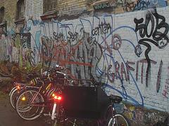Zone du graffiti central / Center graffiti area - Christiania / Copenhague - Copenhagen.  26 octobre 2008.
