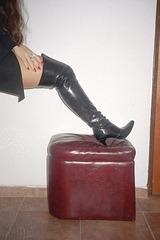 Lady Roxy avec / with permission  - Cuissardes à talons aiguilles / Spike heeled thigh boots - 5 septembre 2006.
