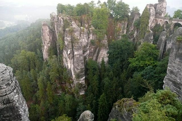 Blick auf die Felsen der Bastei
