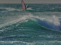 Une vague  et le vent.