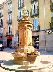 Pamplona: fuente en la plaza del Consejo.
