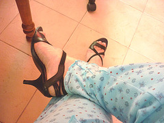 Mon amie bien-aimée Christiane / My beloved friend Christiane - Essayage de talons hauts en pyjama / High heels fitting in pyjama - Nouvelle sandales à talons hauts / New high-heeled sandals -  Version éclaircie