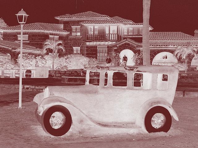 Casa de Al /  La maison de Al Capone / Al Capone's house - Varadero, CUBA.  3 février 2010.- Vintage en négatif