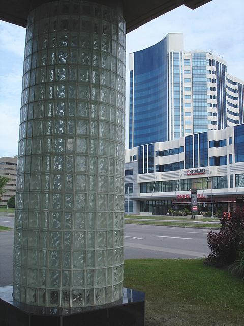 Complexe Jules-Dallaire./  Ste-Foy. Québec. CANADA.  19 juin 2010 - Without / Sans flash