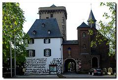 Zons, Rheintor mit Zollturm, Kapelle zur hl. Dreifaltigkeit