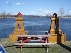 Pique-nique désaltérant / Thirst-quenching picnic - Hawksbury /  Ontario, CANADA.  4 avril 2010