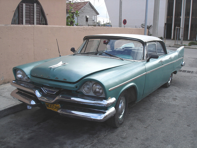 1957 Dodge Kingsway / Varadero, CUBA - 3 février 2010.