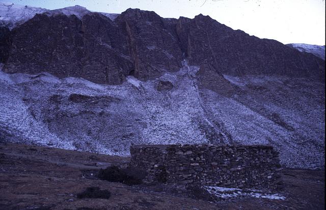 Hut below Thorong La PAss