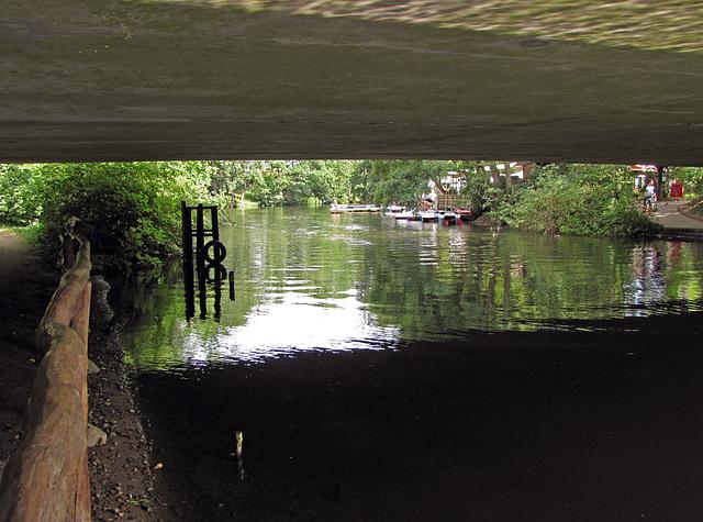 IMG 1407 Unter der Brücke/2