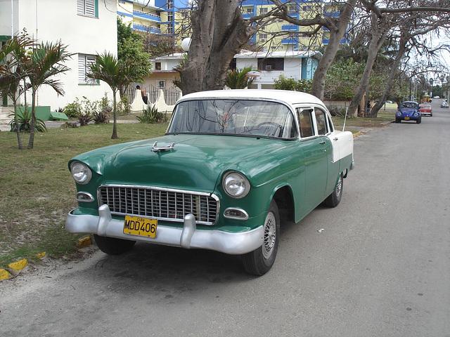 Chevrolet d'antan / Old chevrolet -Varadero, CUBA.