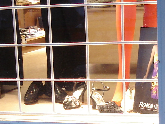 Lèche-vitrines podoérotique / Podoerotic footwears store window - Båstad / Sweden- Suède. 23/10/2008