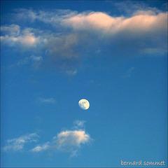 La lune jouait avec ses amis...