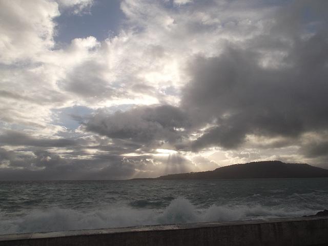 Lever de vagues puissantes / Powerful wavesrise.