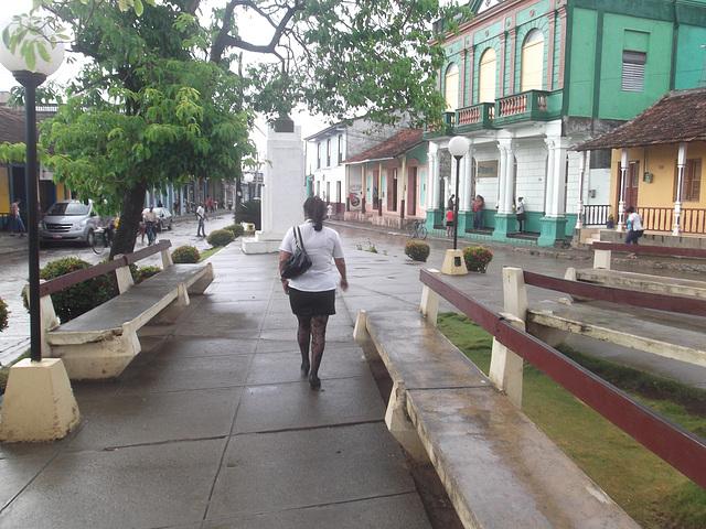 Chubby cuban girl in high heels / Cubaine bien en chair en talons hauts - Originale.