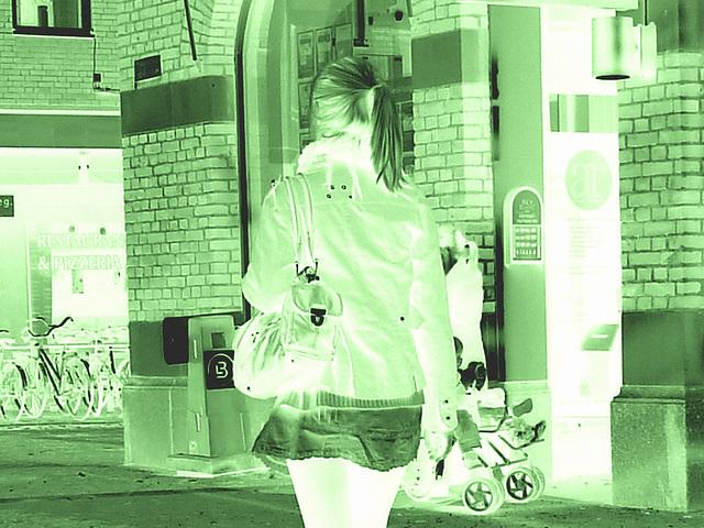 Typique jeune blonde suédoise en mini-jupe et bottes à talons hauts / Typical Swedish blond in high-heeled boots and miniskirt - sexy  - Ängelholm / Suède - Sweden.  23-10-2008 - Sepia négatif