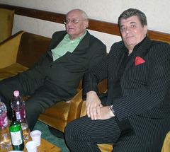 En la vestejo: Ivan Bradányi kaj Aleksando Munkáĉi.