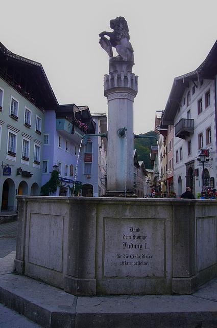 Achteckiger Brunnen