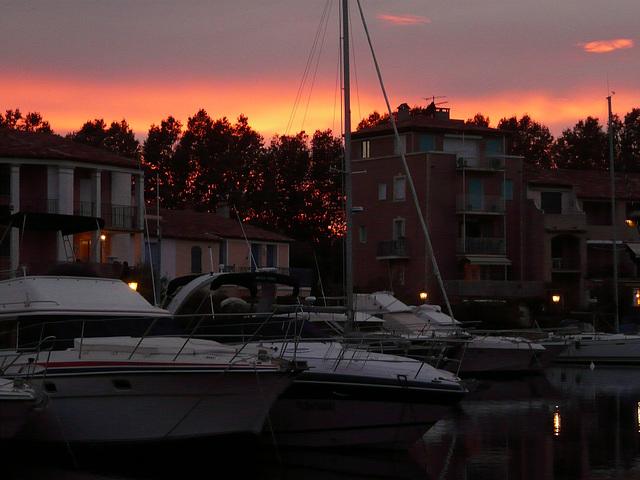 coucher de soleil sur port Grimaud