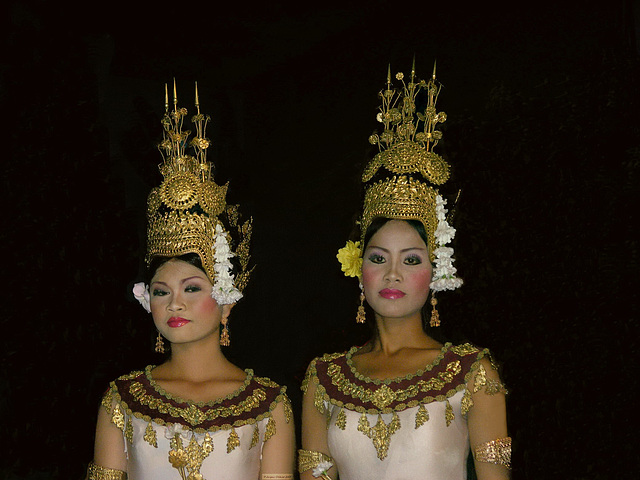 PICT7104ac Apsara Dancing Girls Posing after the Show