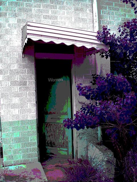 Women's entrance......Entrée privée pour femmes....Farmerville, Louisiane. USA - 7 juillet 2010 - RVB postérisé