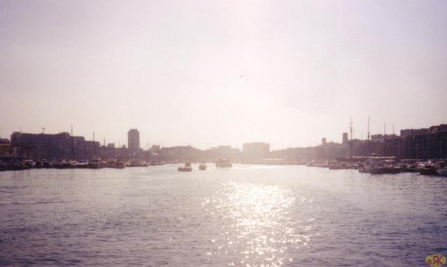 1998-08-09 03 matene en la malnova haveno de Marsejlo