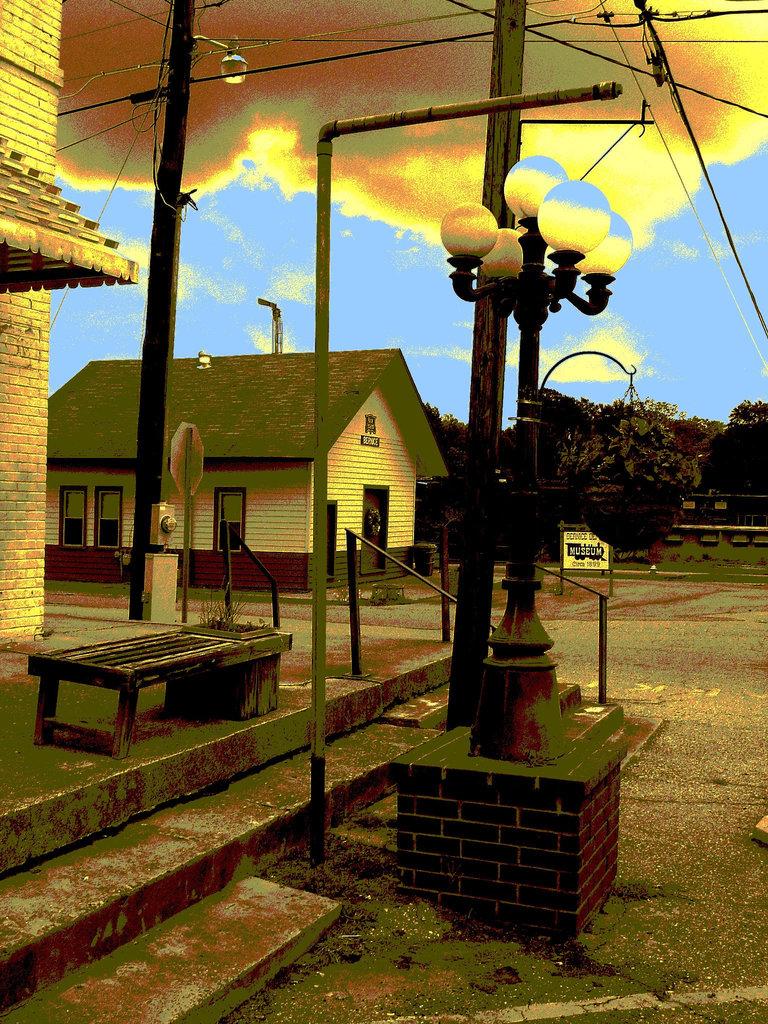 Bernice, Louisiane. 07-07-2010 -  Museum circa 1899 . Sepia postérisé et ciel bleu photofiltré
