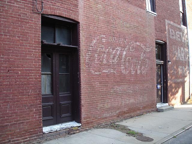 Old Coca-cola façade / Ancienne façade Coca-cola - Pocomoke, Maryland. USA - 18 juillet 2010
