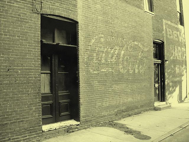 Old Coca-cola façade / Ancienne façade Coca-cola - Pocomoke, Maryland. USA - 18 juillet 2010 - Photo ancienne / Vintage