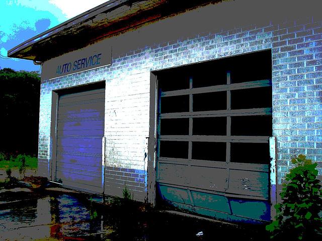 Auto service building / Farmerville, Louisiane. USA - 7 juillet 2010 - Postérisation