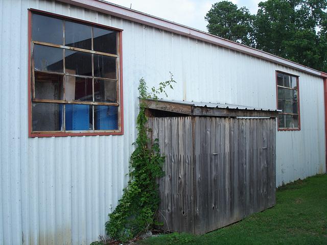 Auto service windows / Fenêtres de garage de service pour autos - Farmerville, Louisiane. USA - 7 juillet 2010