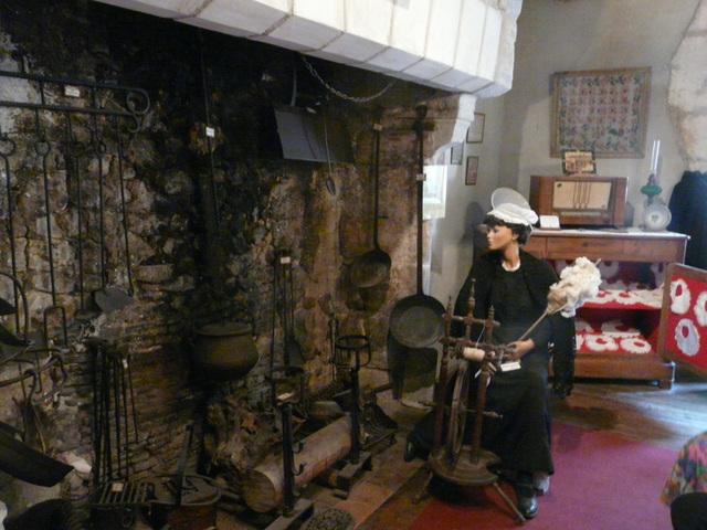 P1190782devant la cheminée