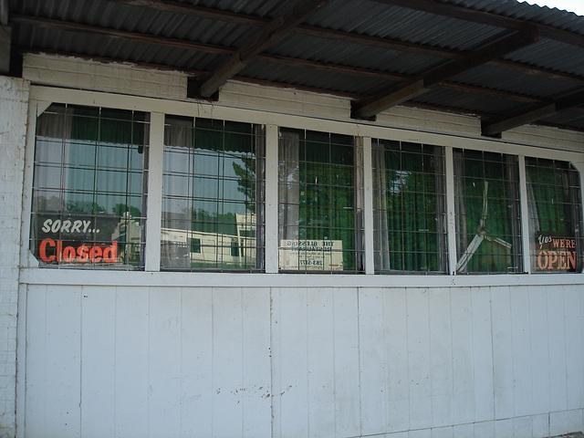Open or closed windows ? / Fenêtre fermées ou ouvertes ?  Bastrop, Louisiane. USA - 8 juillet 2010