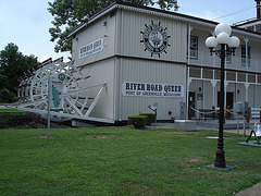 River road Queen /  Port of Greenville, Mississippi. USA