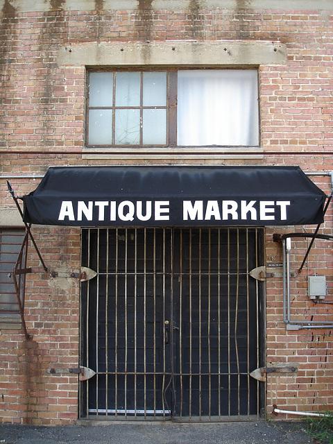 Antique market building / Marché d'antiquités - Bastrop - Louisiane. USA /  08-07-2010
