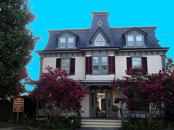 Maryland history Littleton T. Clarke house /  Pocomoke, MD. USA - 18 juillet 2010 - Ciel bleu photofiltré