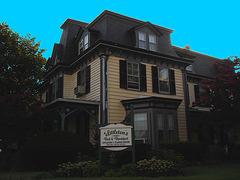 Maryland history Littleton T. Clarke house /  Pocomoke, MD. USA - 18 juillet 2010 - Éclaircie avec ciel bleu photofiltré